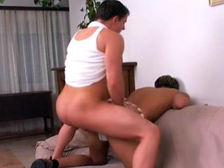 Sesso sfrenato tra due giovani gay